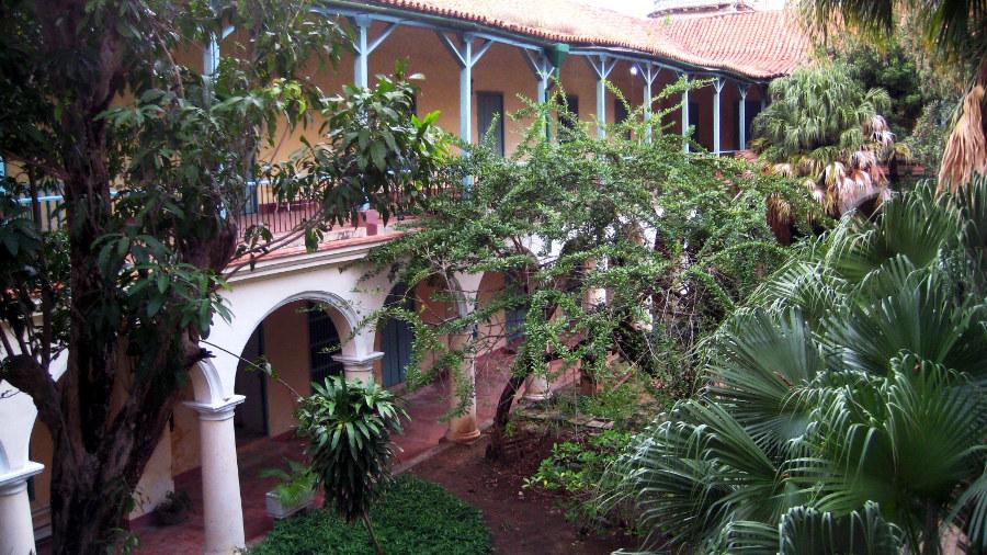Santa Clara main cloister